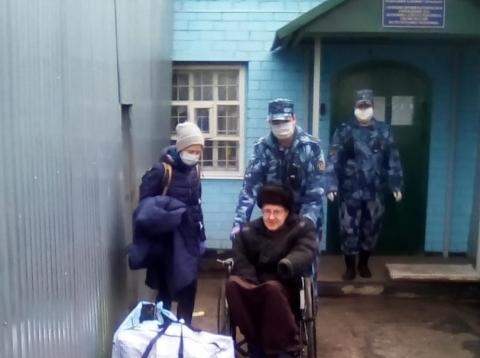 Ilya at the prison gate